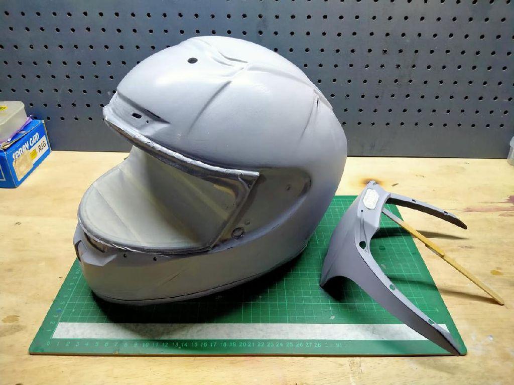 Airbrush vs Water Decal, Mana yang Lebih Baik Untuk Repaint Helm?