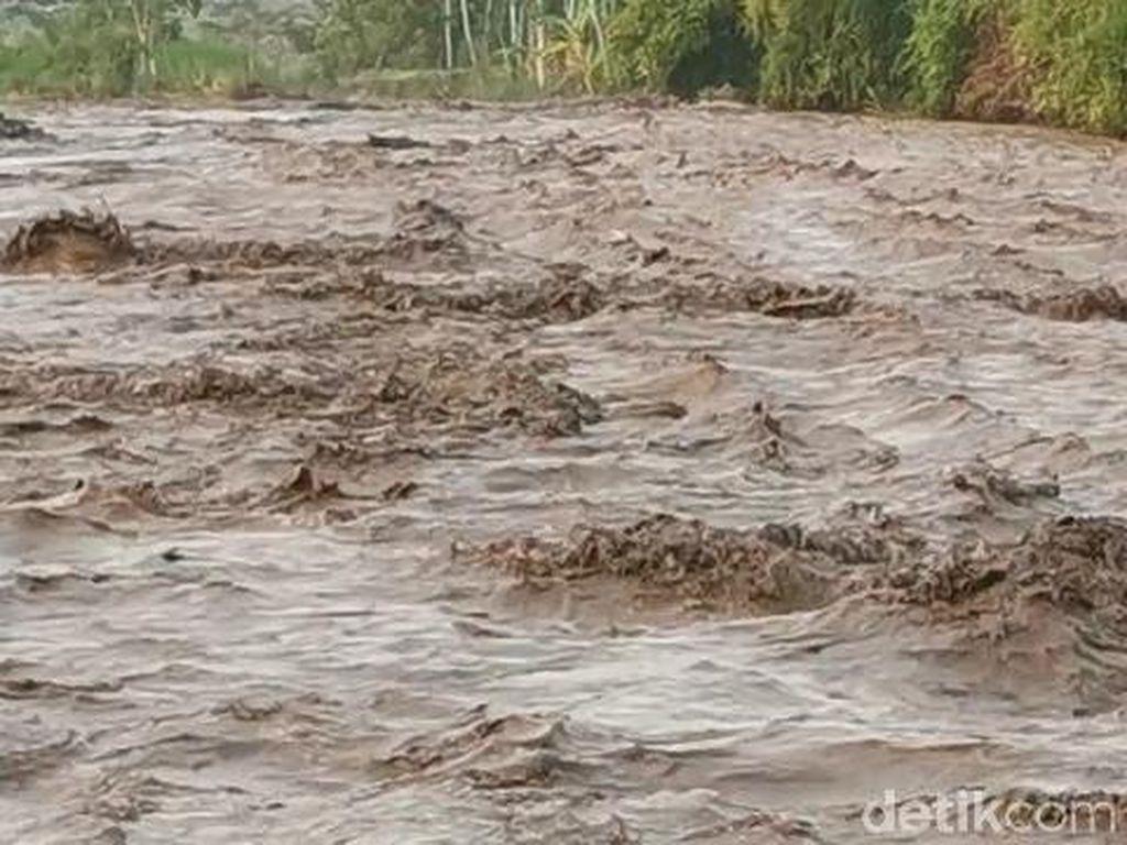 Banjir Lahar Hujan Gunung Semeru Terjadi di Dua Sungai