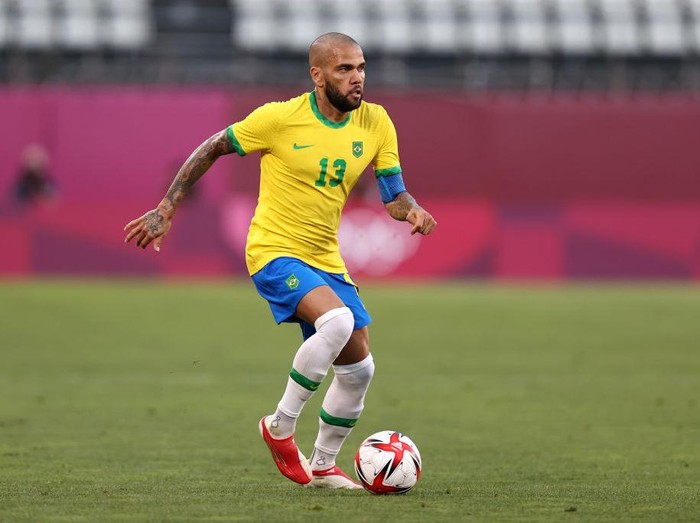 KASHIMA, JAPAN - AUGUST 03: Dani Alves #13 of Team Brazil runs with the ball during the Mens Football Semi-final match between Mexico and Brazil on day eleven of the Tokyo 2020 Olympic Games at Kashima Stadium on August 03, 2021 in Kashima, Ibaraki, Japan. (Photo by Buda Mendes/Getty Images)
