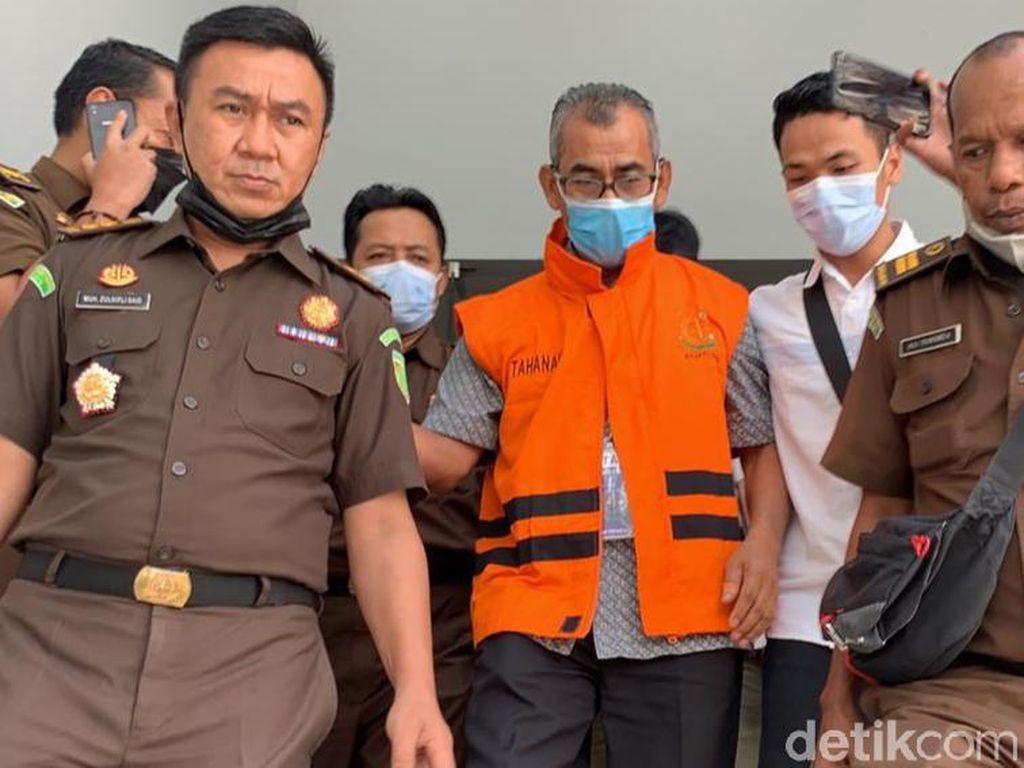 Jaksa Ungkap Eks Bupati Kuansing Beri Rp 650 Juta ke Orang Ngaku Pegawai KPK