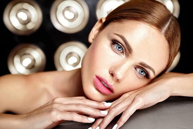 orang yang suka dengan lipstik pink memiliki kepribadian yang sangat feminin