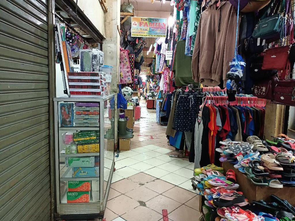 Pasar Palmerah Sepi Pembeli, Pedagang Pun Bingung Menyambung Hidup