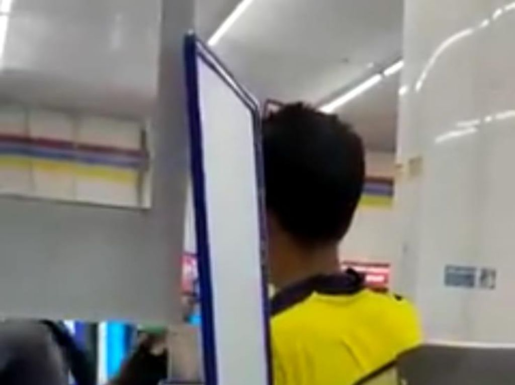 Geger Pria Ngamuk di Minimarket Tangsel Minta Duit Rp 10 Juta
