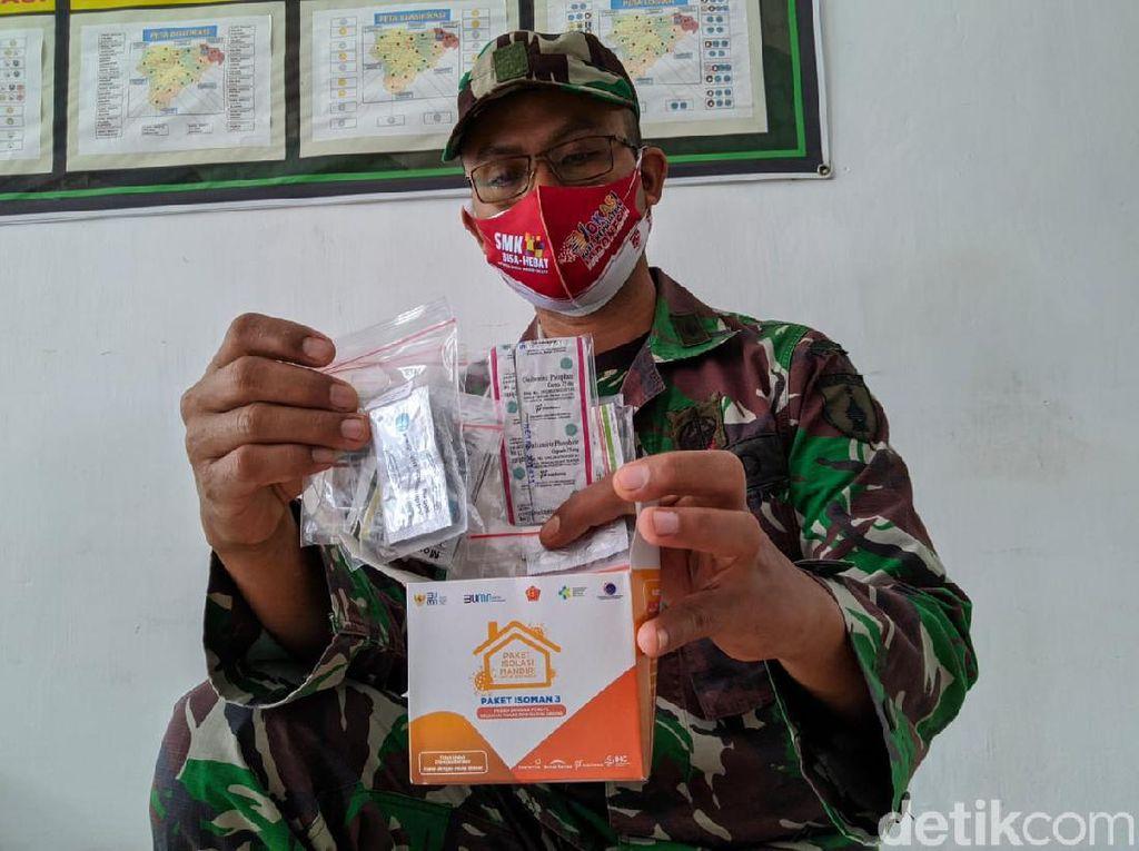 TNI Beri Paket Obat Kepada Warga Ponorogo yang Isoman