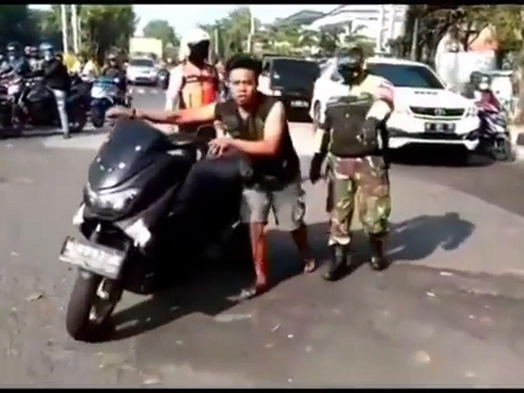 Pria yang Viral Ngamuk Lalu Rusak Banner PPKM di Sidoarjo Ternyata ODGJ