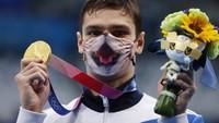 Raih Medali Emas, Atlet Ini Malah Nangis karena Tak Boleh Pakai Masker Kucing