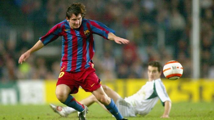 Lionel Messi resmi berpisah dengan FC Barcelona. Keputusan ini sekaligus mengakhiri karier profesional Messi di Barcelona sejak musim 2004-05.