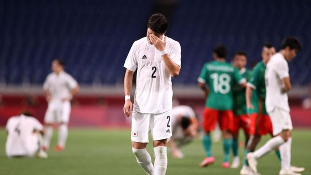 SAITAMA, JAPAN - AUGUST 06: Hiroki Sakai #2 of Team Japan looks dejected following defeat in the Men's Bronze Medal Match between Mexico and Japan on day fourteen of the Tokyo 2020 Olympic Games at Saitama Stadium on August 06, 2021 in Saitama, Tokyo, Japan. (Photo by Leon Neal/Getty Images)