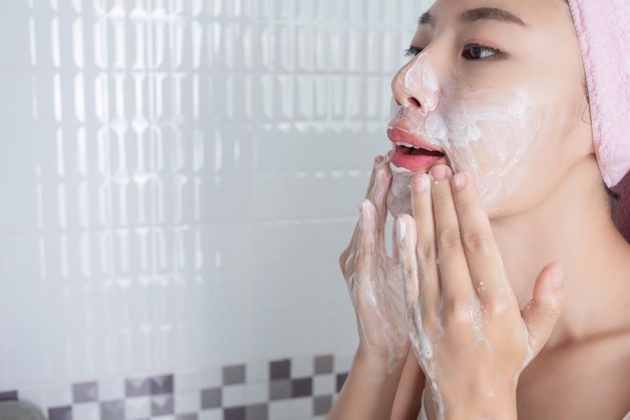 Asian girl washes face.