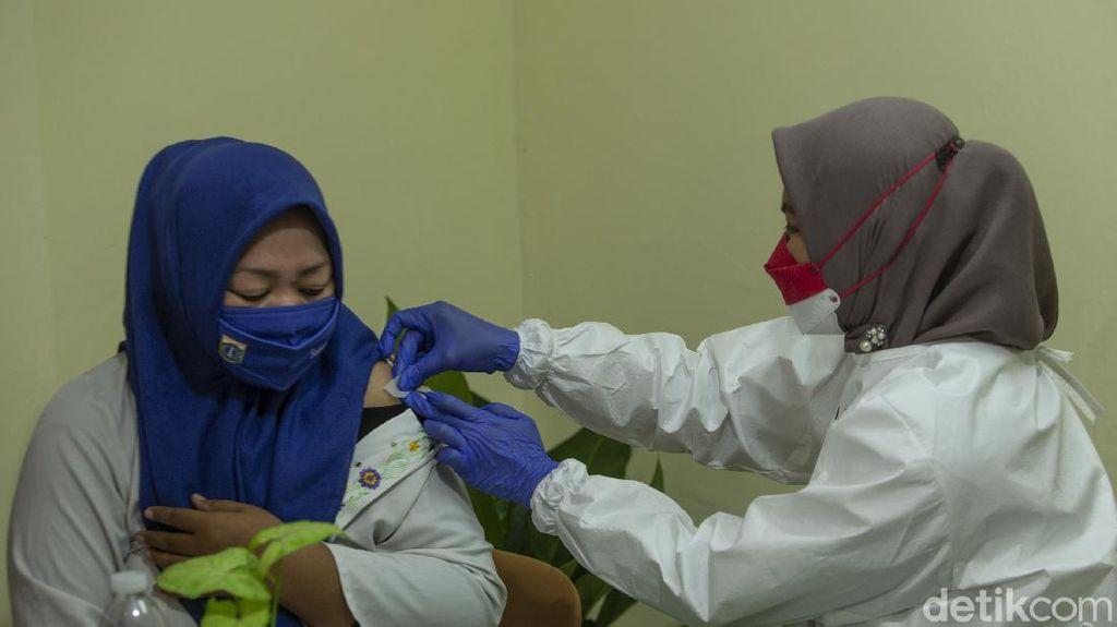 Ini Efek yang Dirasakan Nakes Usai Suntik Vaksin Dosis Ketiga