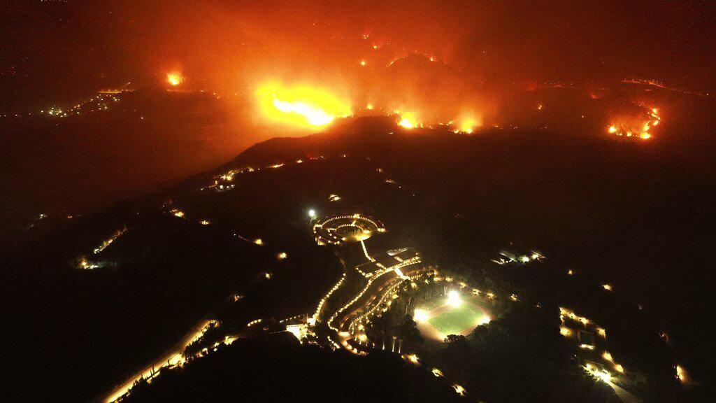 Kebakaran Hutan Yunani Meluas Dekati Situs Kuno Olimpiade
