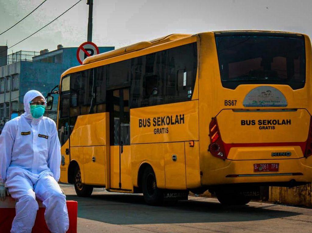 Tidak Semua Pasien Positif COVID-19 Diangkut Bus Sekolah, Ini Kriterianya