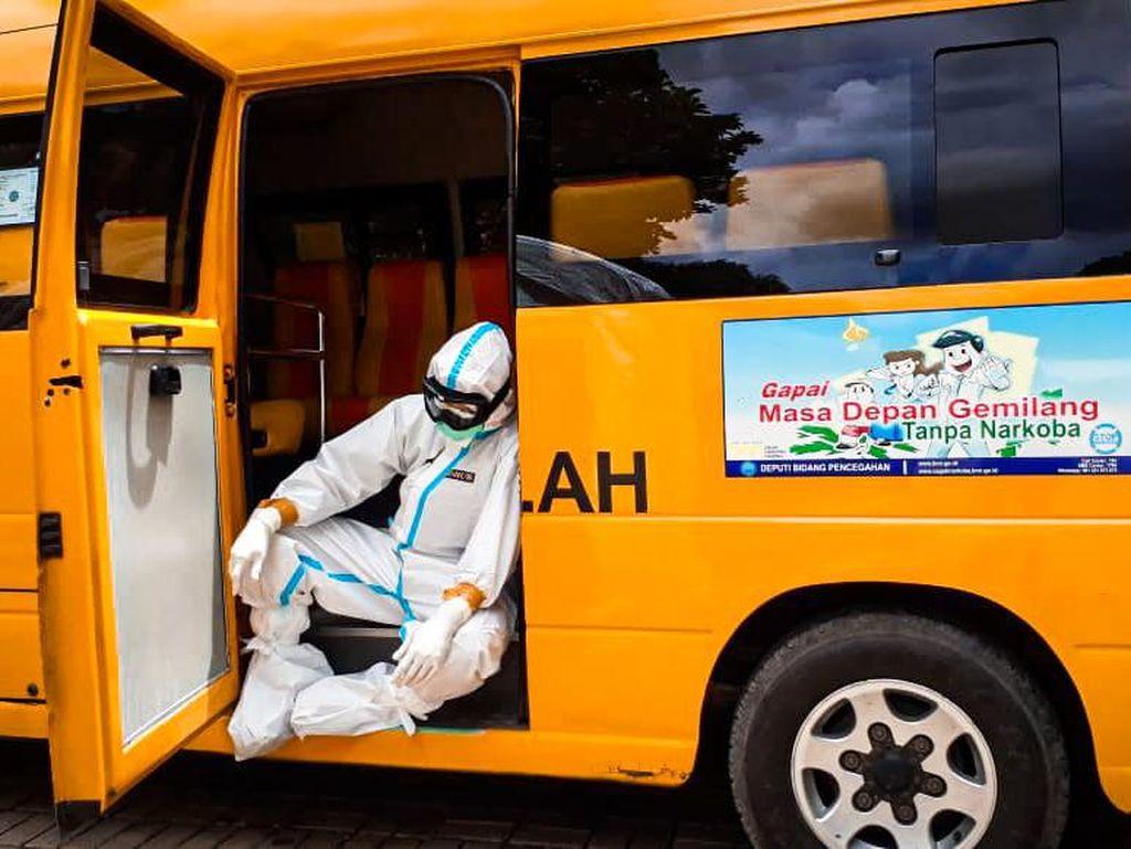 Kisah Sopir Bus Sekolah di Tengah Pandemi: Dulu Angkut Anak-anak, Kini Bawa Pasien COVID