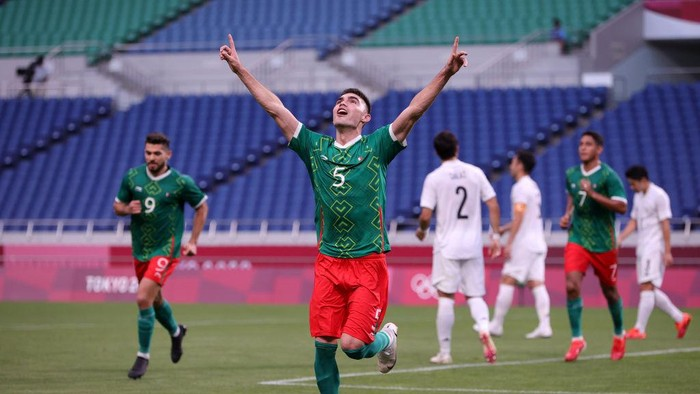 SAITAMA, JAPAN - AUGUST 06: Johan Vasquez #5 of Team Mexico celebrates after scoring their sides second goal during the Mens Bronze Medal Match between Mexico and Japan on day fourteen of the Tokyo 2020 Olympic Games at Saitama Stadium on August 06, 2021 in Saitama, Tokyo, Japan. (Photo by Koki Nagahama/Getty Images)