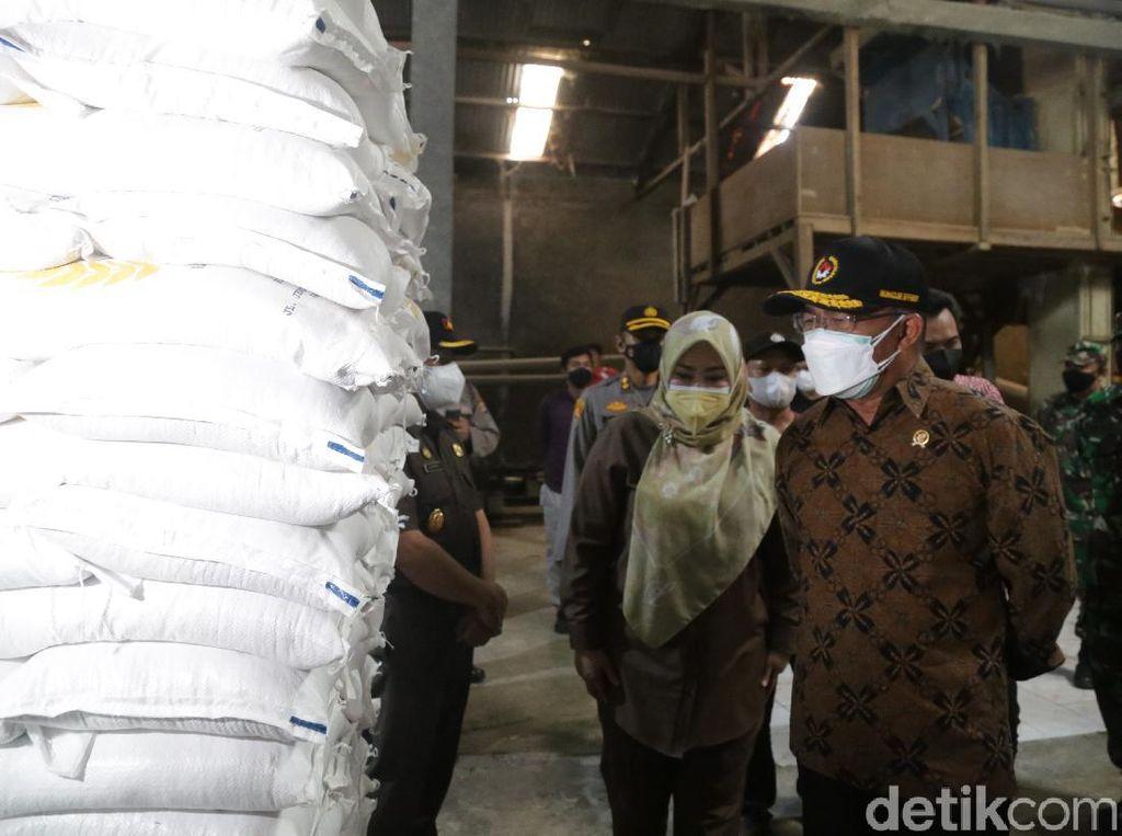 Soal Beras Bansos Batu di Banten, Menko PMK: Sudah Tidak Ada Masalah