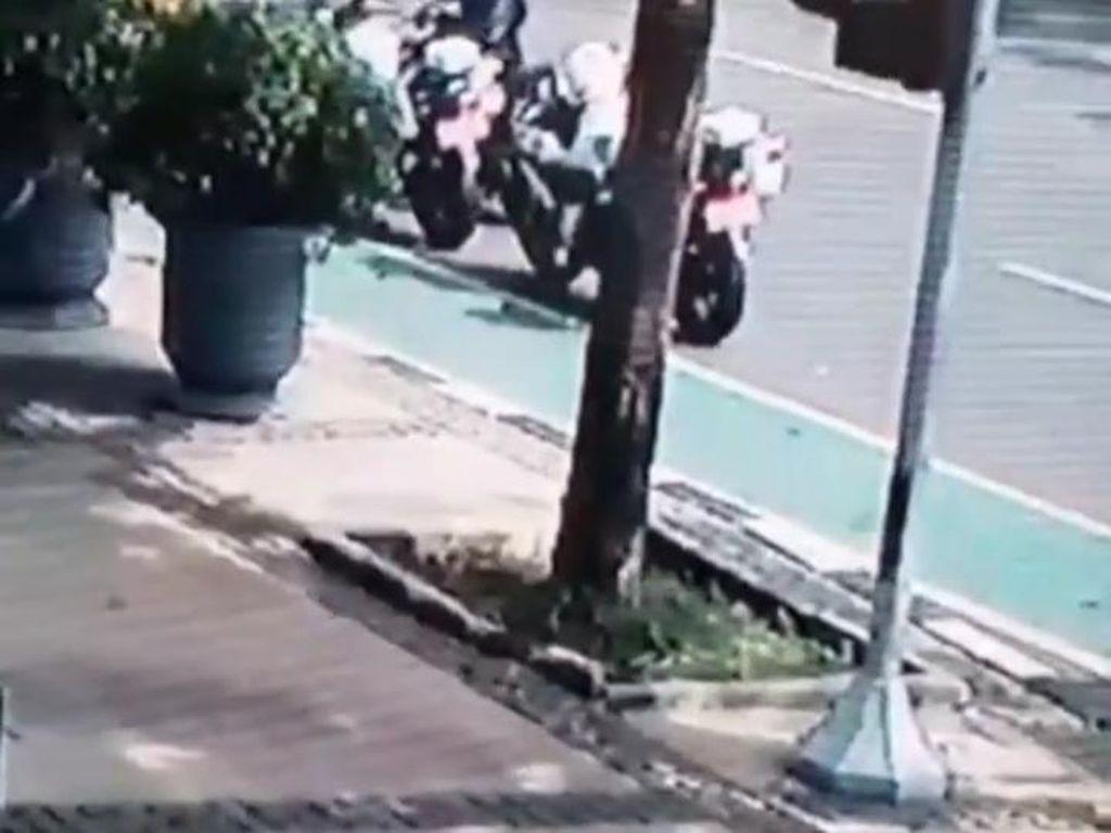 Kejar Maling Helm Anggota Dishub di Depan Balkot DKI, Polisi Cek CCTV