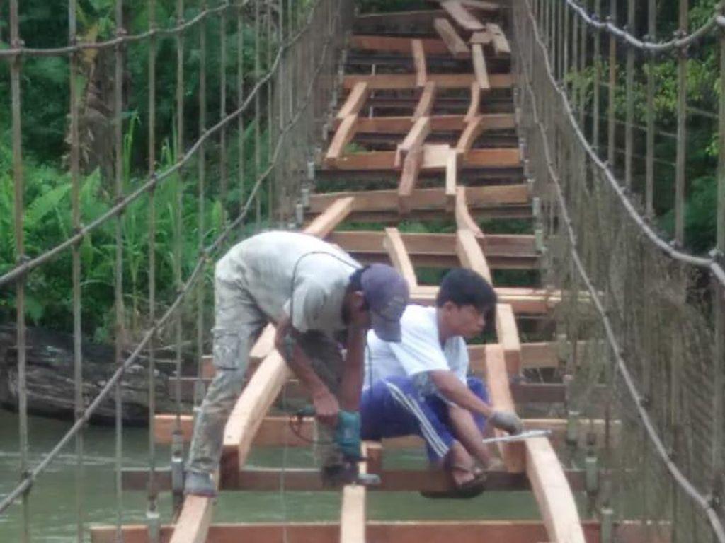 Perbaikan Jembatan Tempat Pelajar Bergantung di Mamasa Sulbar Sudah 80%
