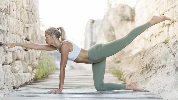 contoh pose yoga