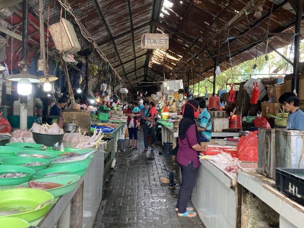 Bukti Vaksin COVID Tak Dicek, Warga Bebas Keluar Masuk Pasar Minggu Jaksel