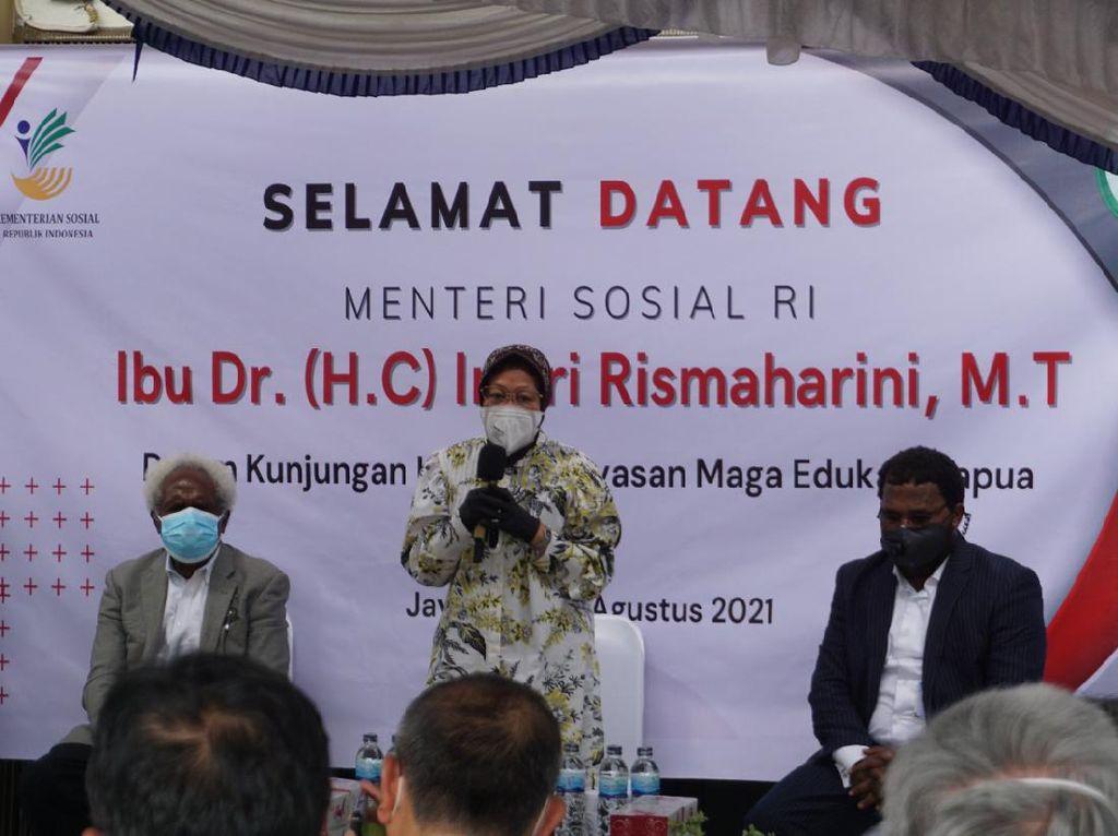 Saat Risma Dongeng di Jayapura, Cerita Kedekatan Warga Papua di Surabaya
