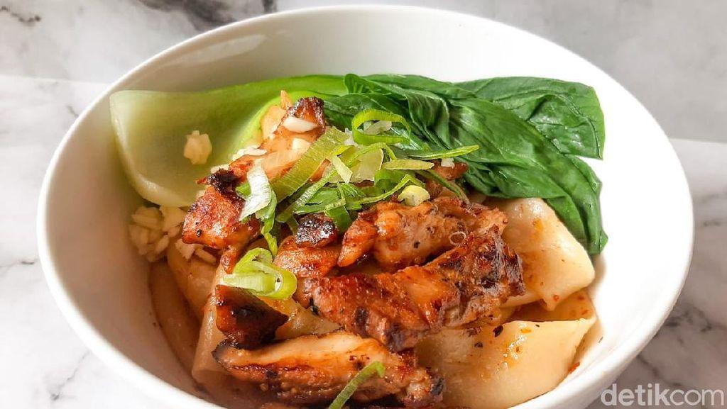 Asam Pedas Mie Biang-biang Topping Ayam Panggang Bumbu Mala