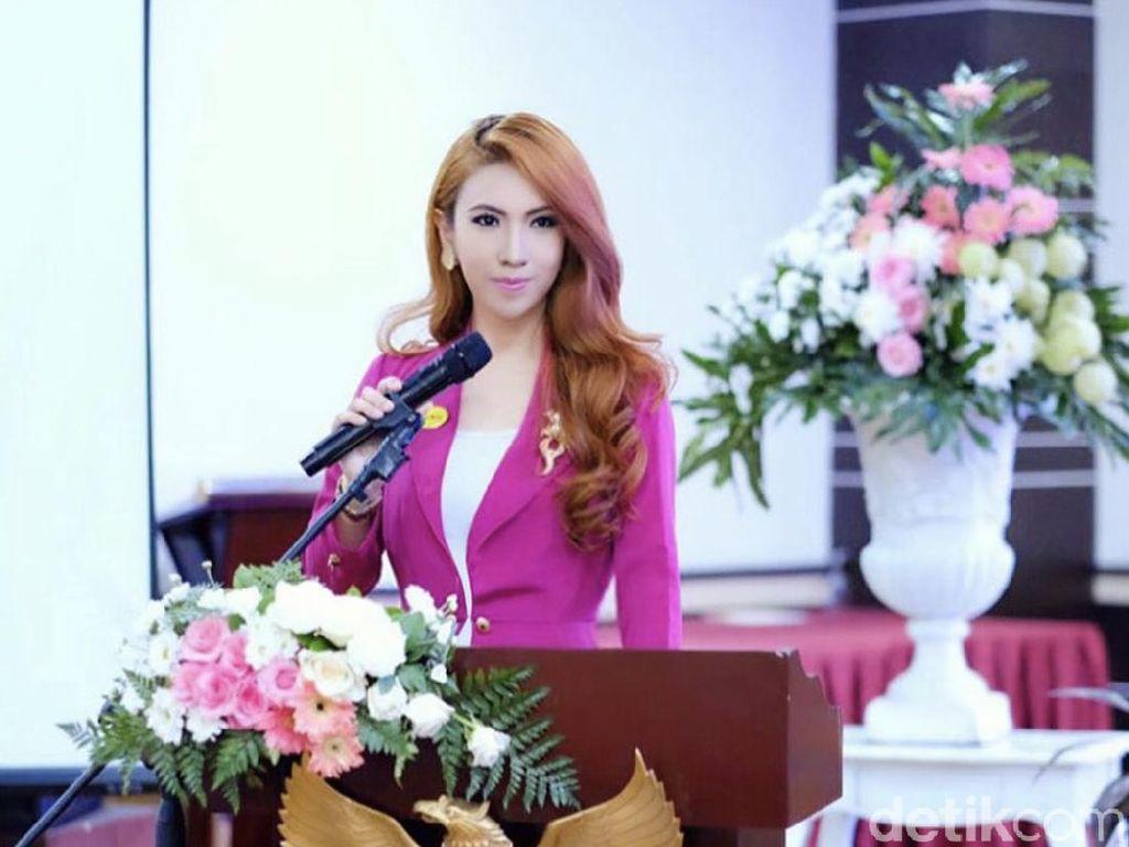 Cerita Heni Tania, Wanita Cantik Viral Dinikahi Kombes Polisi di Usia 19
