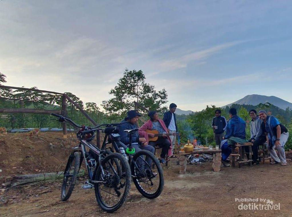 Menikmati Oemah Kayu Embun yang Cantik di Bukit Barisan Jambi
