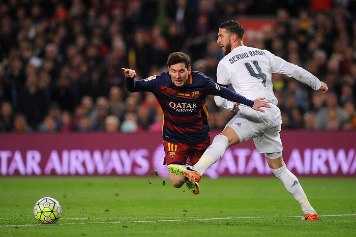 BARCELONA, SPAIN - APRIL 02:  Sergio Ramos of Real Madrid CF battles for the ball with Lionel Messi of FC Barcelona during the La Liga match between FC Barcelona and Real Madrid CF at Camp Nou on April 2, 2016 in Barcelona, Spain.  (Photo by Alex Caparros/Getty Images)