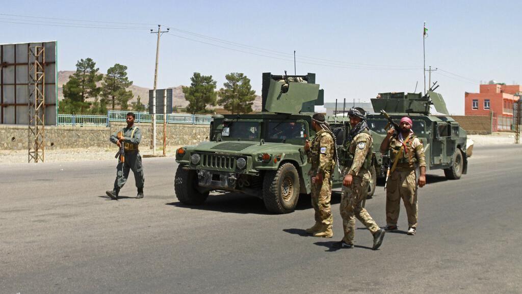 Taliban Mengganas, Militer Afghanistan Patroli di Jalan-jalan
