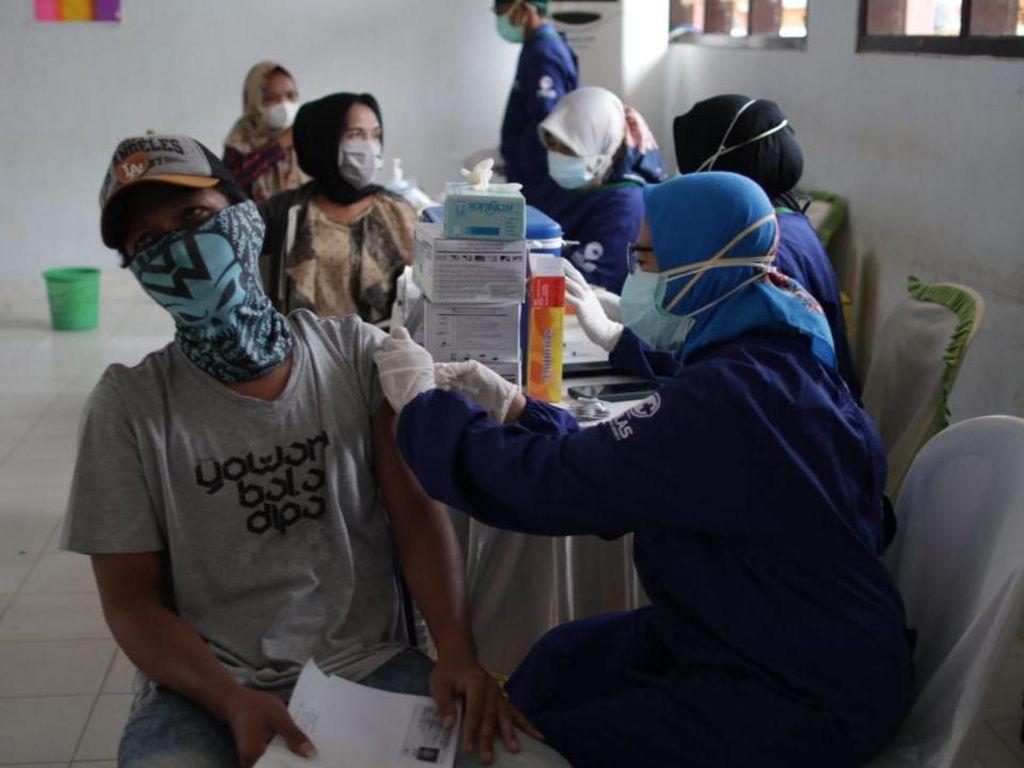 Badan Intelijen Strategis TNI Gelar Vaksinasi di Banyuwangi