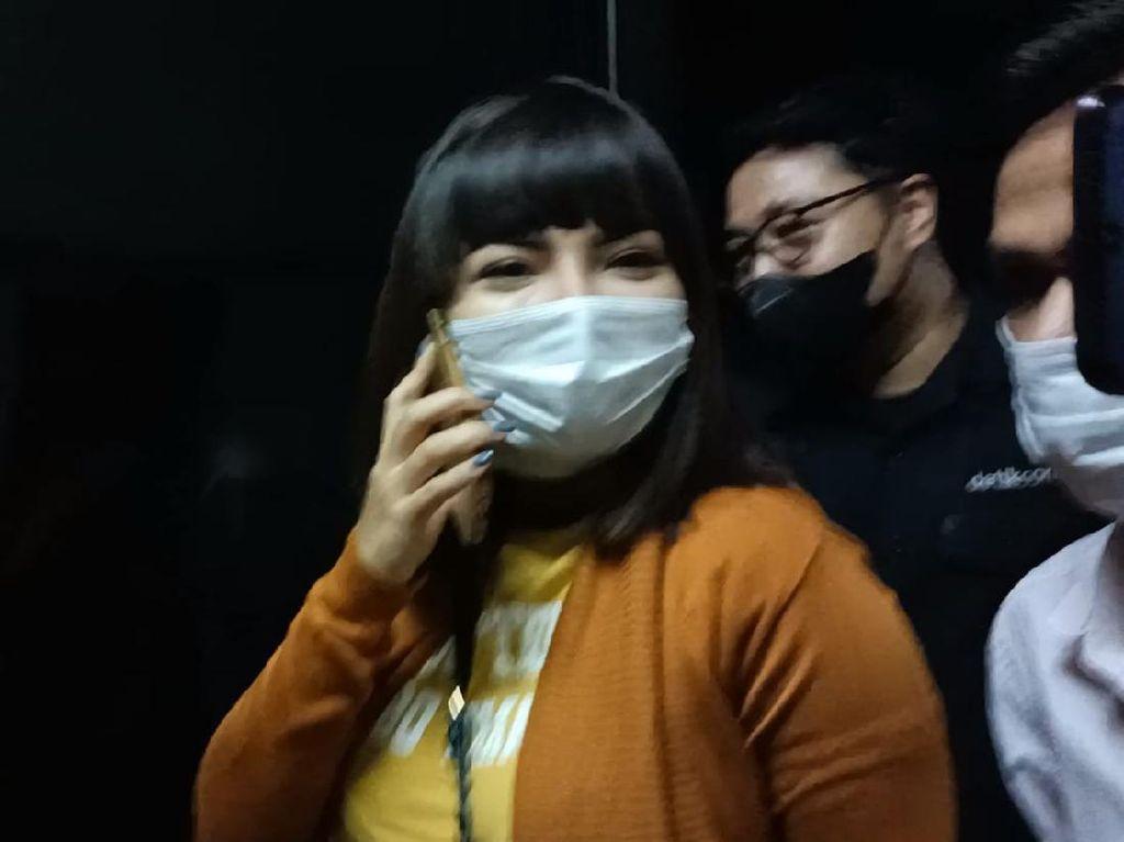Dinar Candy Mau Buat Baksos, Tebus Kesalahan Pakai Bikini di Pinggir Jalan