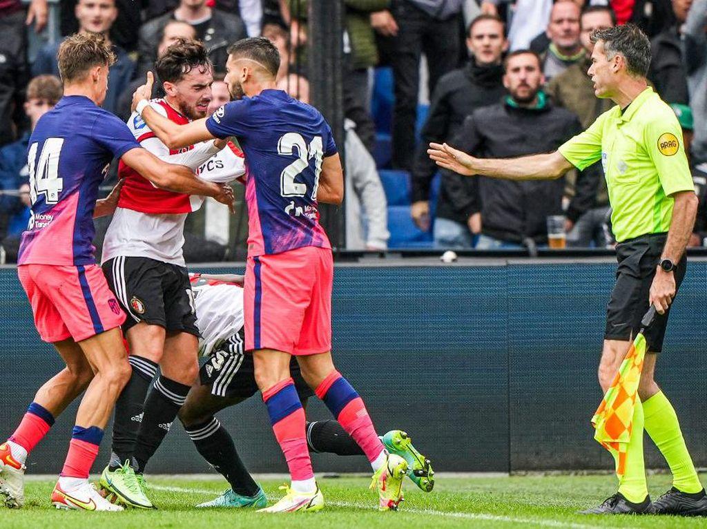 Feyenoord Vs Atletico Ricuh: Carrasco Dikartumerah, Simeone Masuk Lapangan