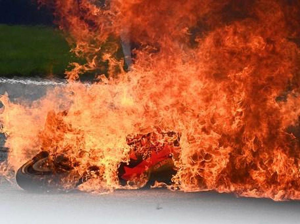 Video Detik-detik Kecelakaan Mengerikan Dani Pedrosa dan Savadori di MotoGP Styria