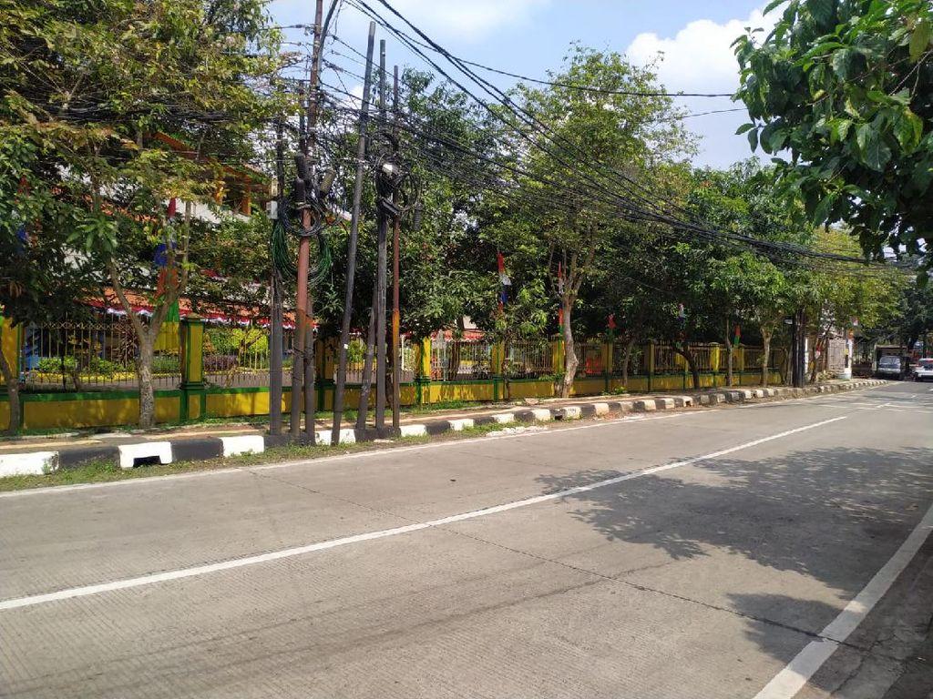 Masih Ada Truk Bandel Parkir di Mampang Jaksel, Dinas LH Tegur Sopir