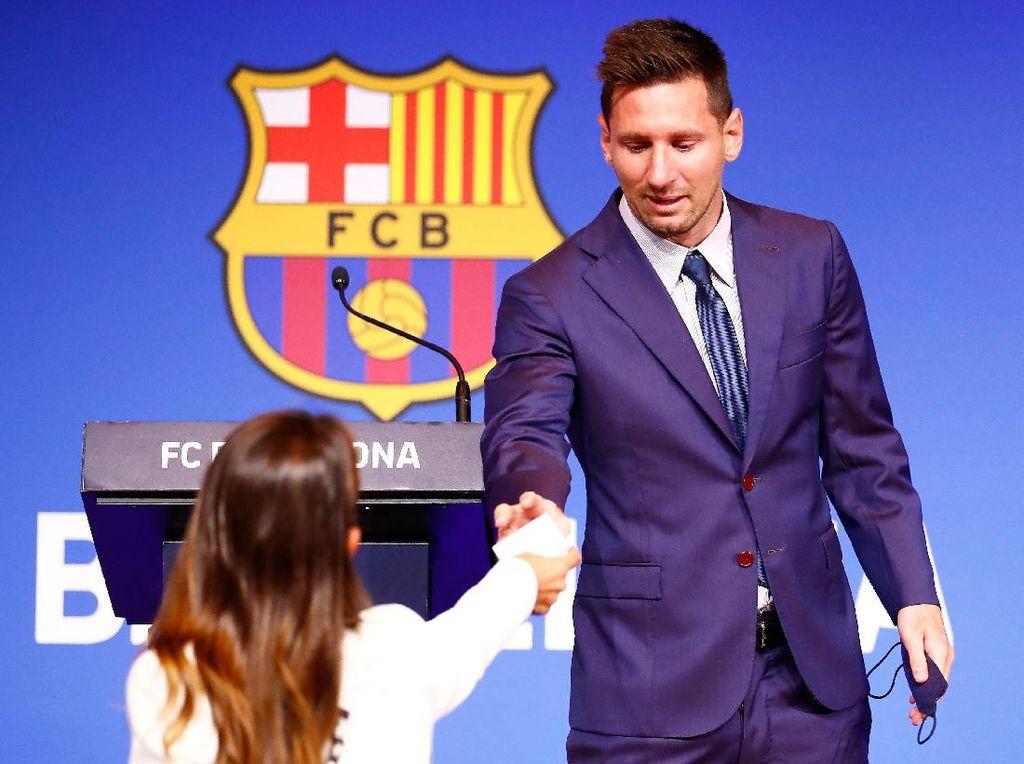 Reaksi Sigap Antonella Rocuzzo Saat Lionel Messi Nangis Tinggalkan Barcelona