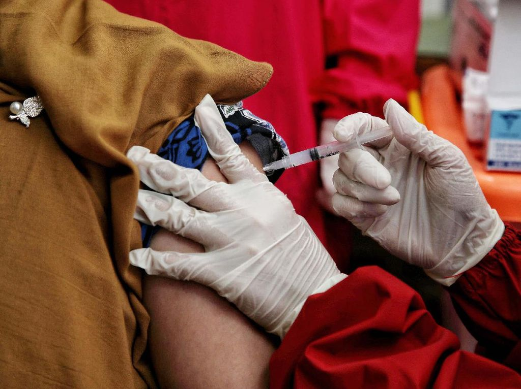 Apakah Masyarakat Umum Bakal Dapat Vaksin Booster? Ini Kata Kemenkes