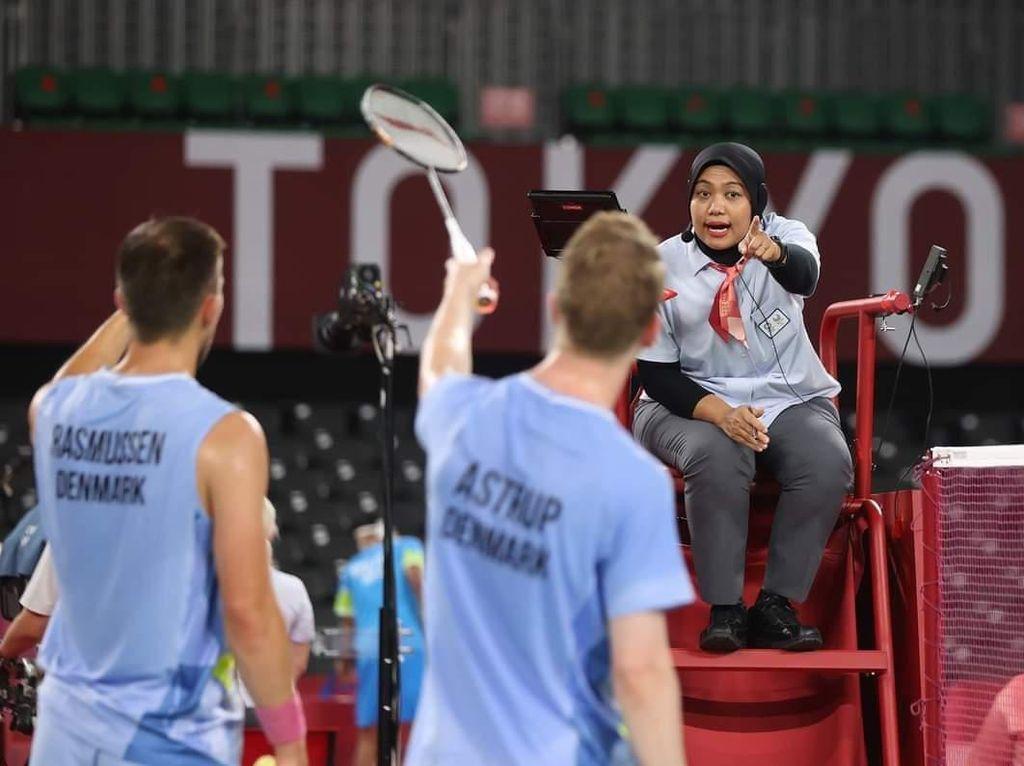 Salah Satu Wasit Bulu Tangkis Olimpiade Tokyo Ternyata Guru SD Asal Surabaya