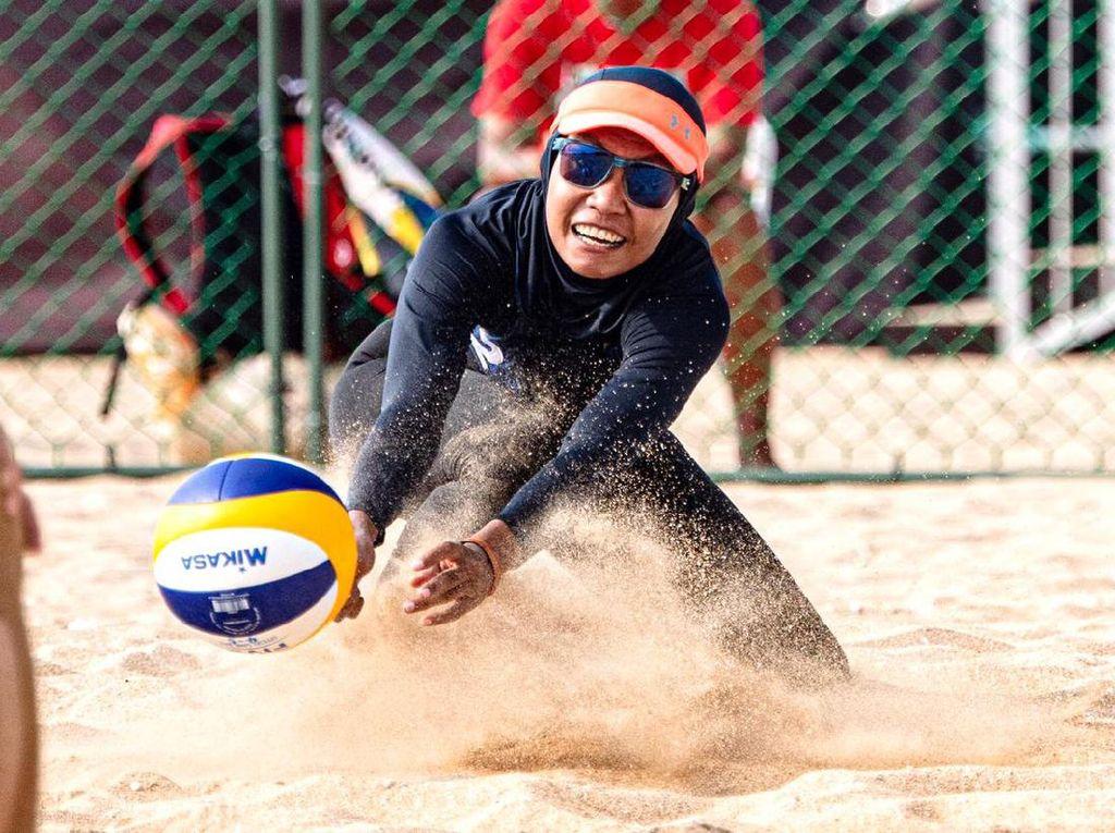 Kisah Dhita Juliana, Anak Petani Jagung Sukses Jadi Atlet Voli Pantai Berhijab