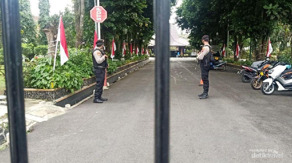 Rumdin-Kantor Bupati Banjarnegara Dijaga Polisi Bersenjata