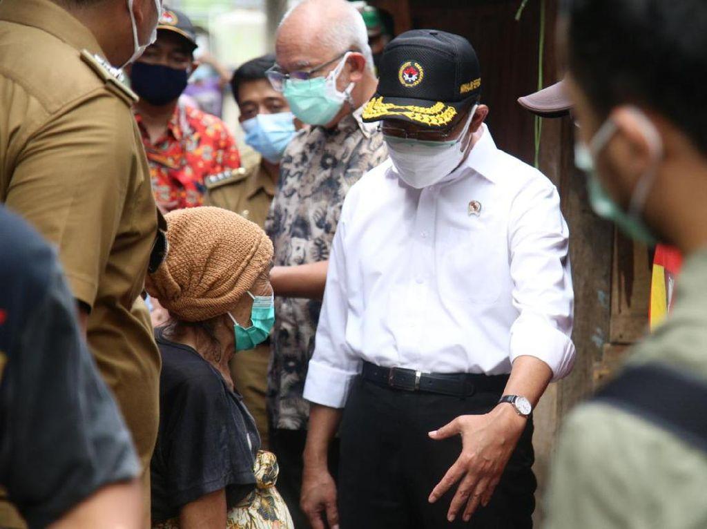 Menko PMK Dapati Warga Miskin di Tangerang Hampir Setahun Tak Dapat Bansos