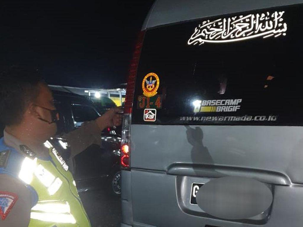 Polisi Usut Pembuat Stiker Anti Putar Balik PPKM di Jateng
