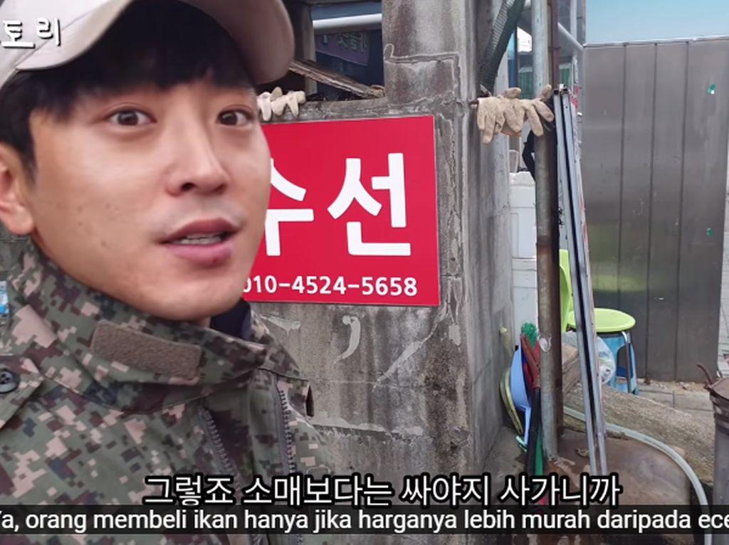 Muda dan Tampan, Penjual Ikan di Korea Ini Jadi Langganan Ibu-ibu!