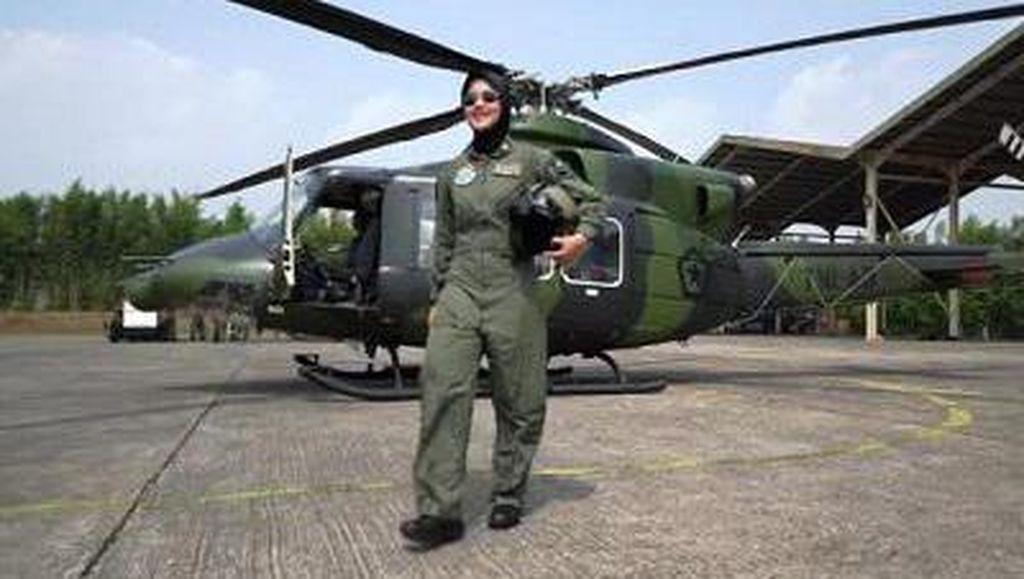 Putri Penjual Jagung Bakar Ini Sukses Jadi Pilot Wanita Pertama TNI AD