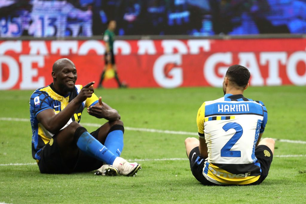 MILAN, ITALY - MAY 12: Romelu Lukaku of FC Internazionale celebrates after scoring their sides third goal with team mate Achraf Hakimi during the Serie A match between FC Internazionale and AS Roma at Stadio Giuseppe Meazza on May 12, 2021 in Milan, Italy. Sporting stadiums around Italy remain under strict restrictions due to the Coronavirus Pandemic as Government social distancing laws prohibit fans inside venues resulting in games being played behind closed doors.  (Photo by Marco Luzzani/Getty Images)