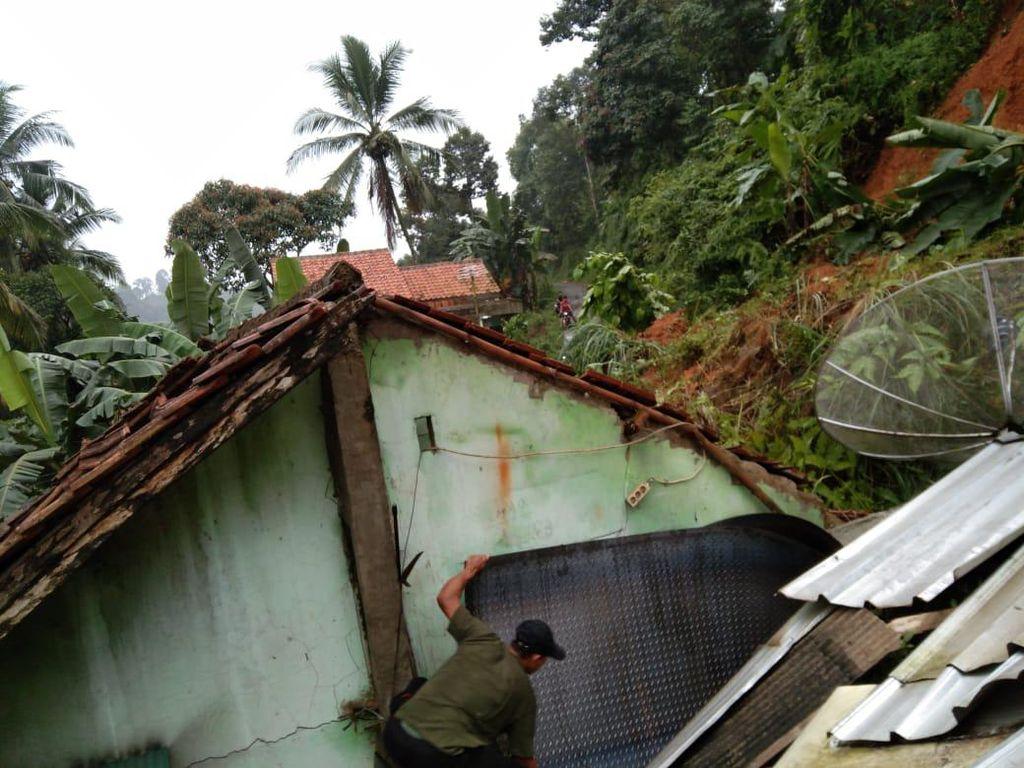 Jabar Hari Ini: Longsor dan Banjir Terjang Bogor-Pimpinan AKAR Buka Suara