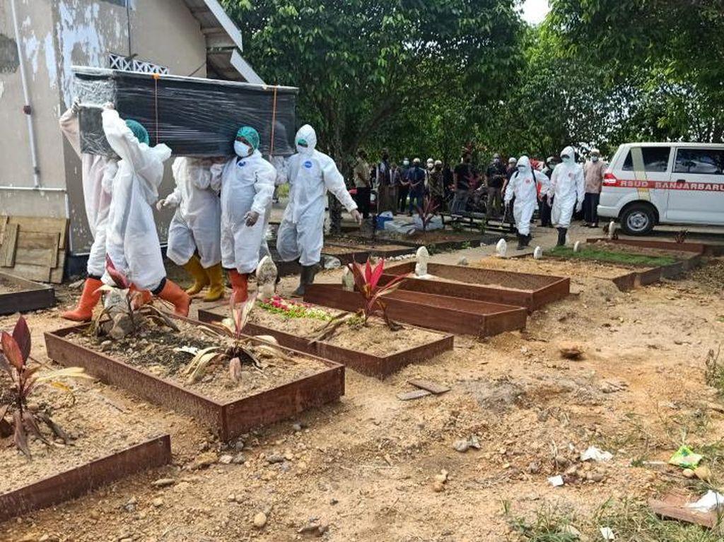Kasus Kematian COVID di Kalsel Melonjak, Brimob Makamkan Jenazah Tiap Hari