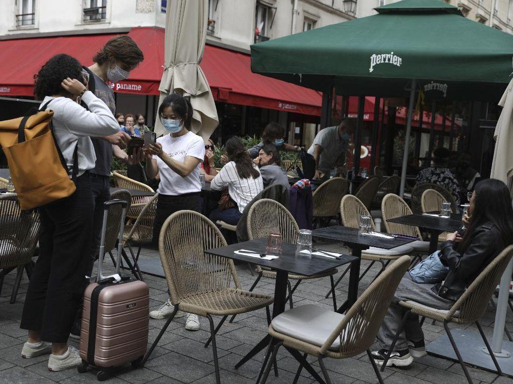 Warga Prancis Wajib Bawa Kartu Sehat Jika Bepergian