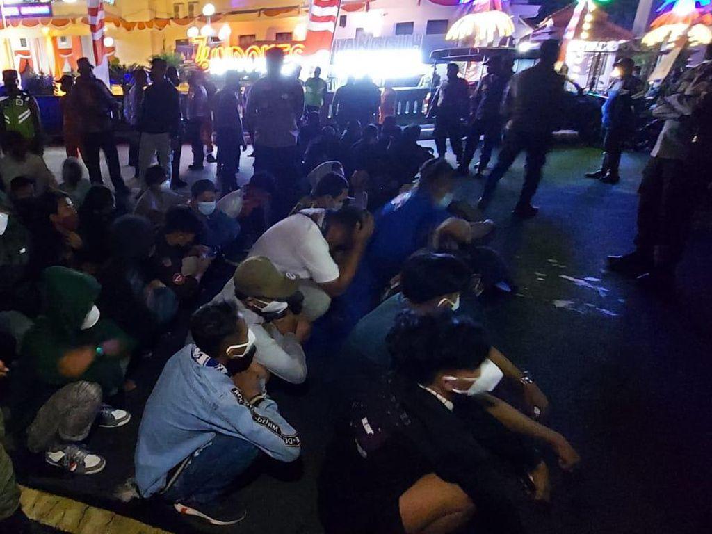 Nekat Konvoi Rayakan HUT Arema, Puluhan Pemuda Beratribut Aremania Diamankan