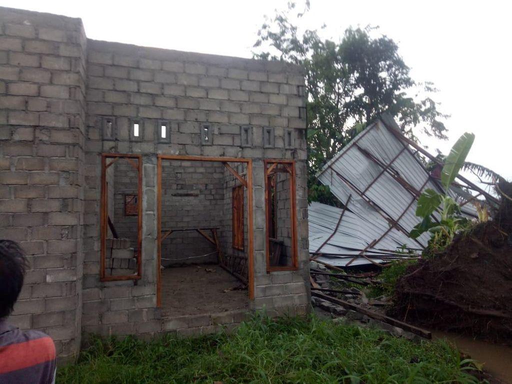19 Rumah di Langkat Rusak Diterjang Hujan Deras Disertai Angin Kencang