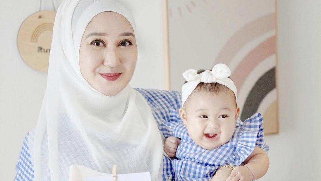 Intip 10 Inspirasi OOTD Dian Pelangi Bersama Anaknya, Rumi yang Bikin Gemas